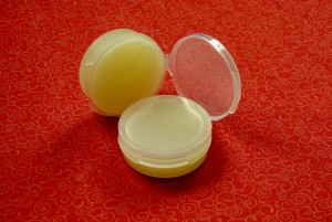 lipbalm-coconut-oil2-300x201