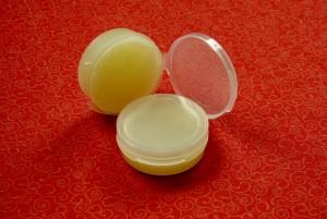 lipbalm-coconut-oil2-300x201