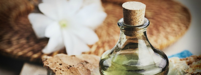 Is Your Perfume Poisoning You? (and some non-toxic DIY recipes!)