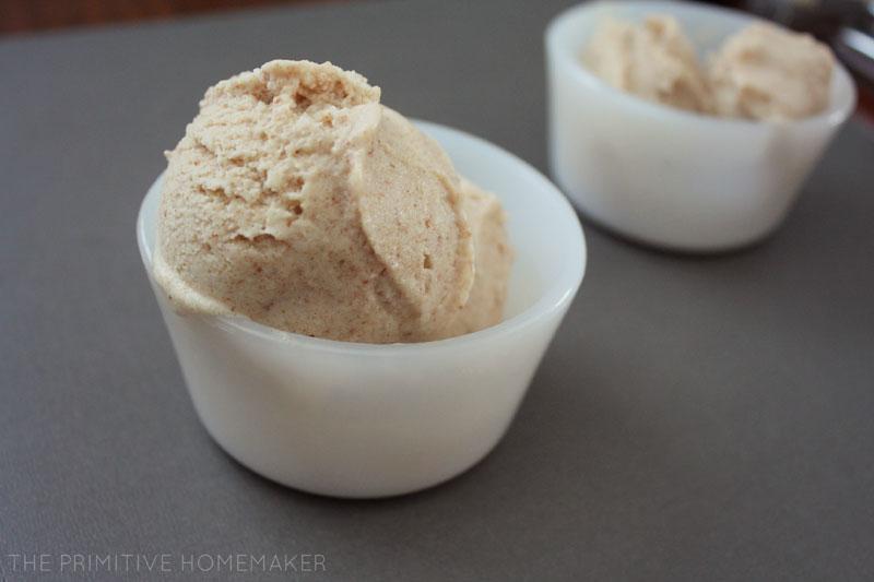 Coconut Tulsi Ice Cream (#dairyfree, #autoimmune #paleo) // deliciousobsessions.com