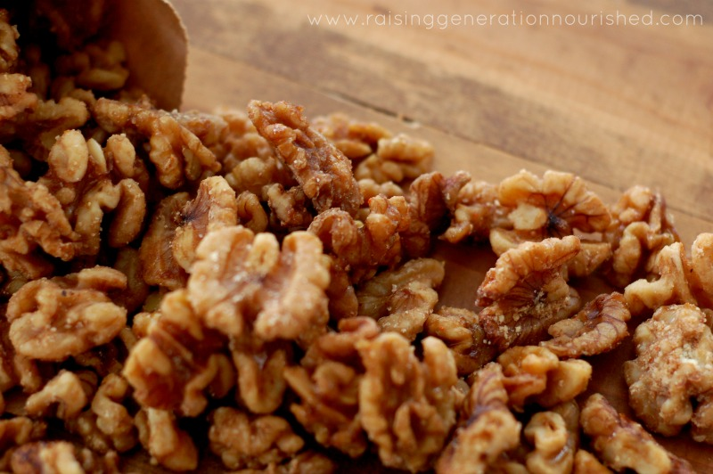 Honey Spiced Walnuts // Delicious Obsessions // #paleo #holidays #grainfree