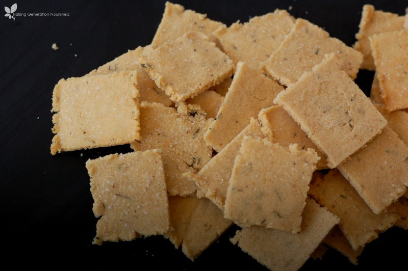 Grain-Free Herb Crackers :: Gluten-Free, Dairy-Free, Paleo / Primal // deliciousobsessions.com