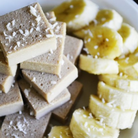 Banana Creme Fruit Snacks (a delicious way to eat more gelatin!) // deliciousobsessions.com