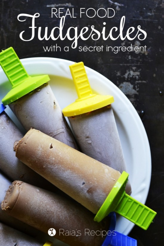 Real Food Fudgesicles (with a secret ingredient) :: Gluten-Free and Dairy-Free // deliciousobsessions.com