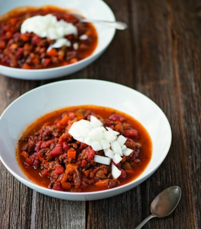 Slow Cooker Beef Chili from Down South Paleo :: Paleo, Gluten-Free, Grain-Free, Dairy-Free // deliciousobsessions.com