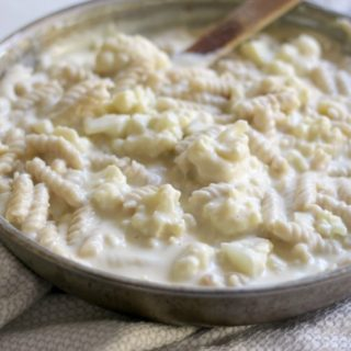 Easy One Pot Cauliflower Mac and Cheese