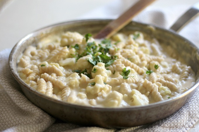 Easy One Pot Cauliflower Mac and Cheese // deliciousobsessions.com