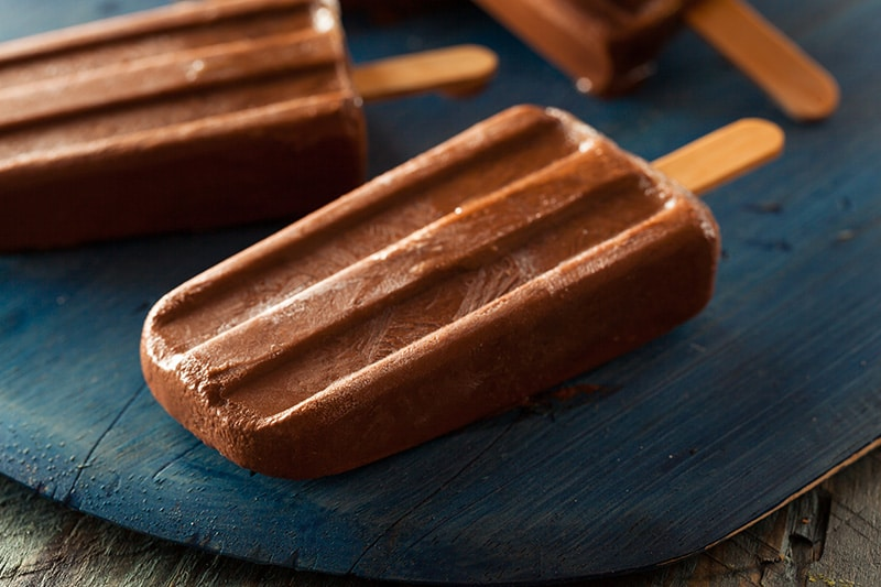 Chocolate Pudding Pops :: Gluten-Free, Grain-Free, Dairy-Free, Refined Sugar-Free // DeliciousObsessions.com